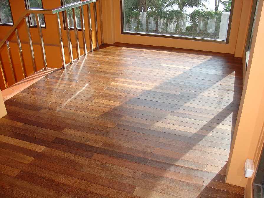 Правила выбора ламината для укладки в деревянном доме