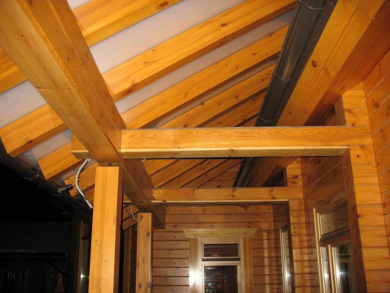 Отделка крыши деревянного дома