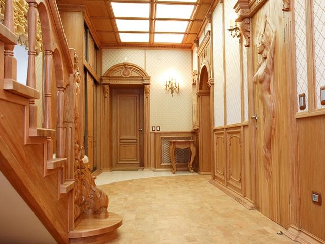 Отделка прихожей в деревянном доме