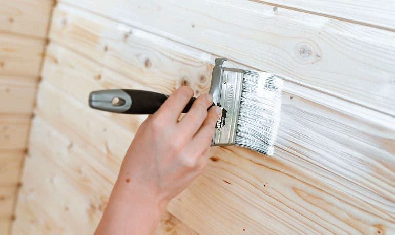 Материалы для внутренней покраски деревянного дома